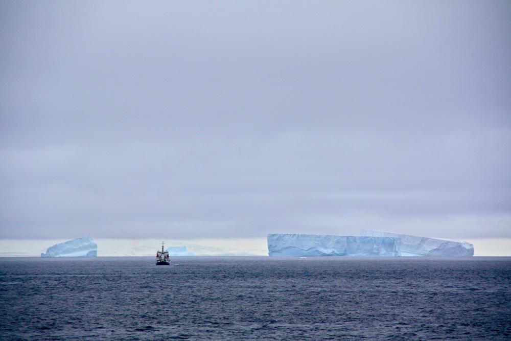 iceberg tabulaire, vers l'île de la Déception