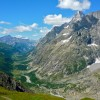 vue sur le val Ferret italien, depuis le grand col Ferret (2537m) : pointe Walker des Grandes Jorasses (4208m), mont Gruetta (3684m)