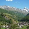 vue sur Les Haudères (1450m) - Au fond à droite, la Dent Blanche (4357m)